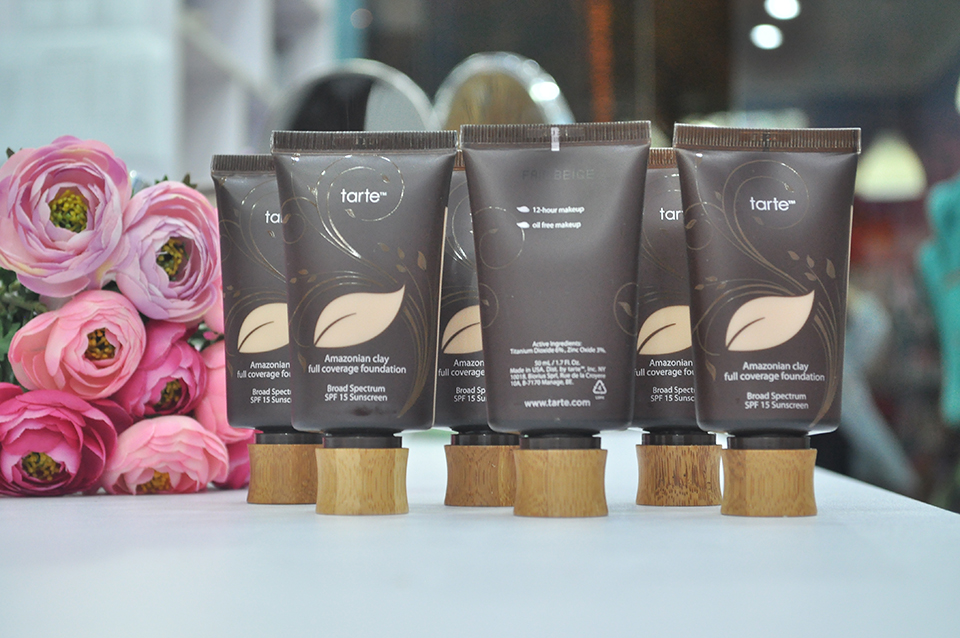 Kem nền Tarte Amazonian Clay Full Coverage Foundation SPF15