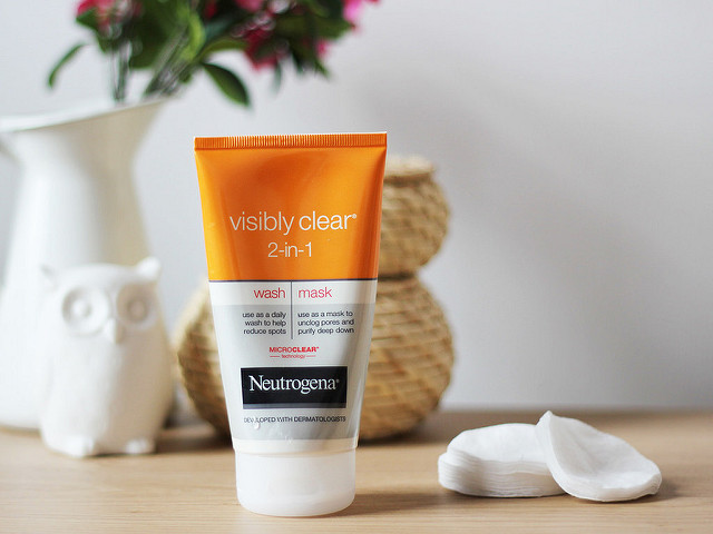 Sữa rửa mặt Neutrogena Visibly Clear 2 in 1 Wash and Mask