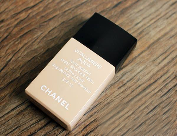 Kem nền Chanel Vitalumiere Aqua Ultra-Light Skin Perfecting Makeup