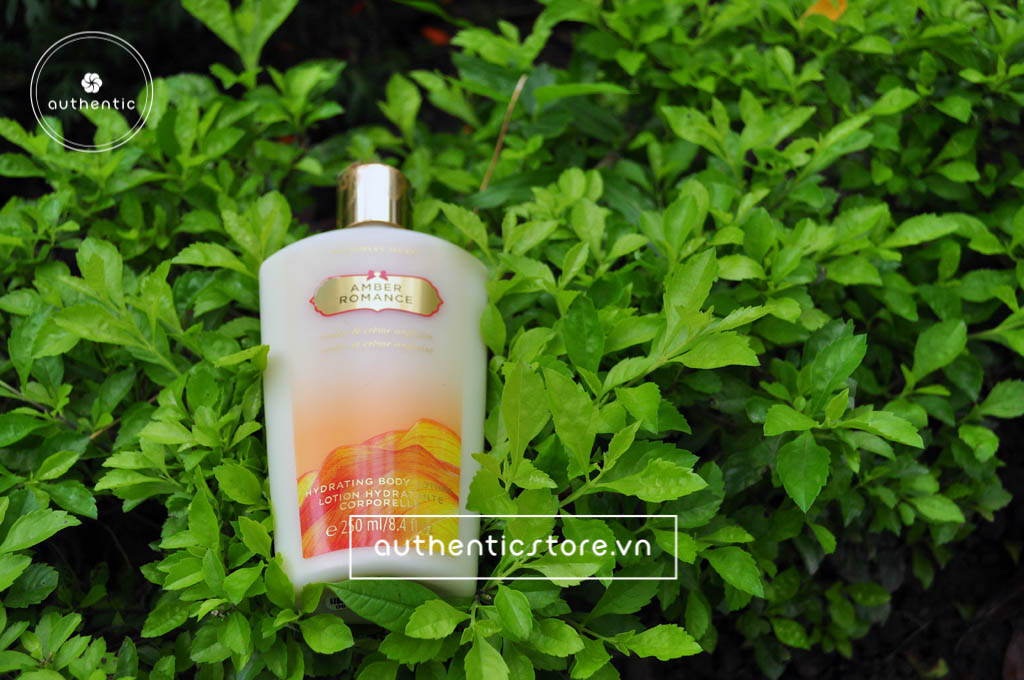 Review dưỡng thể Victoria Secret Amber Romance Hydrating Body Lotion.