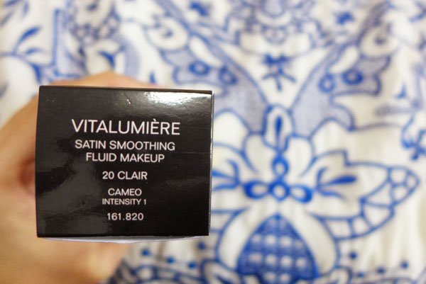 Kem nền Chanel Vitalumière Satin Smoothing Fluid Makeup