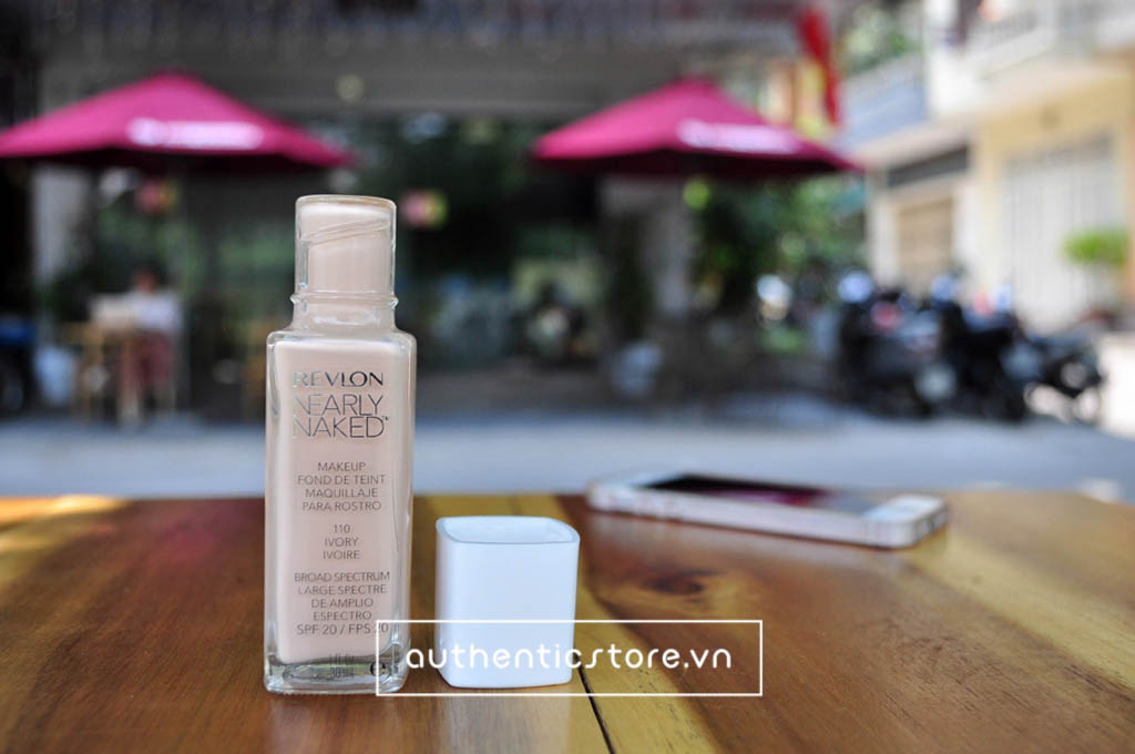 Kem nền Revlon Nearly Naked