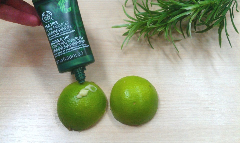 Kem lót The Body Shop Tea Tree Pore Minimiser